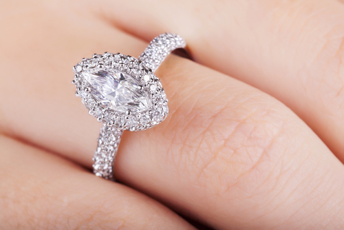 Halo vs. Non Halo Diamond Engagement Rings