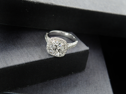 Pros and Cons of Choosing a Halo Engagement Ring